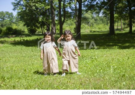 쌍둥이 자매 57494497