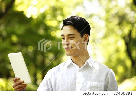 청년,라이프스타일,숲배경 57499892