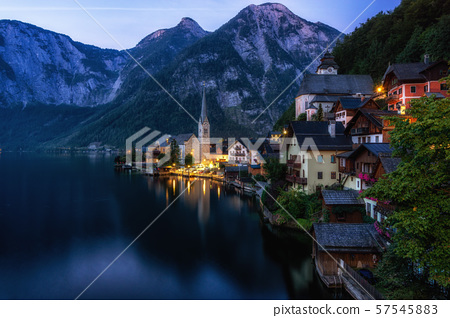 Hallstatt village lake view 57545883