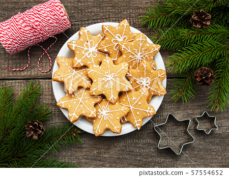 Christmas ginger and honey colorful cookies 57554652