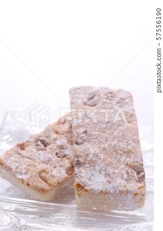 호두 쿠키 흰색 배경 57556190