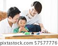 父母和孩子們玩黏土 57577776