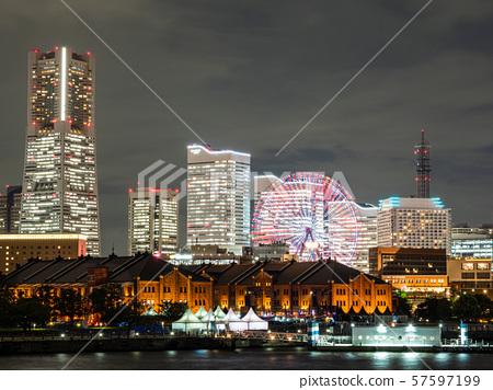 요코하마 붉은 벽돌 창고와 미나토 미라이 야경 57597199