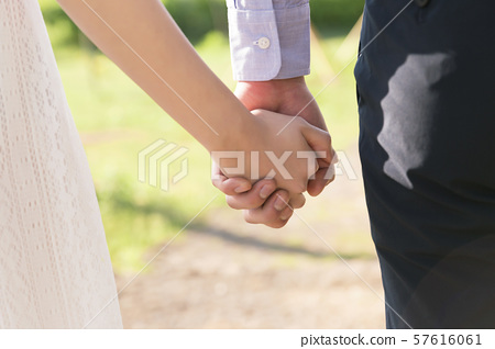 Attractive young couple in love 191 57616061