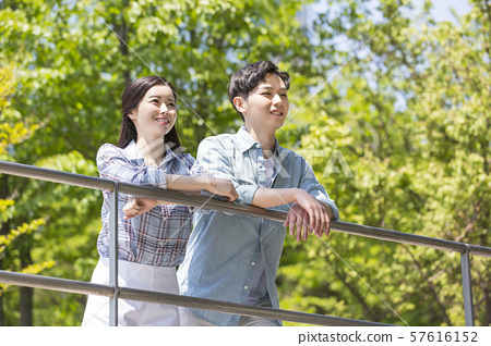 Attractive young couple in love 160 57616152