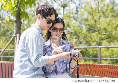 Attractive young couple in love 144 57616199
