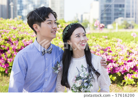 Attractive young couple in love 180 57616200