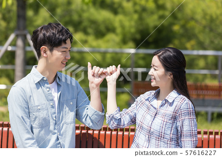 Attractive young couple in love 166 57616227