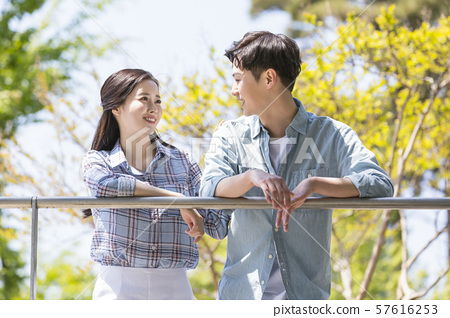 Attractive young couple in love 124 57616253