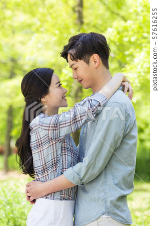 Attractive young couple in love 111 57616255