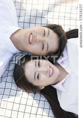 Attractive young couple in love 143 57616257