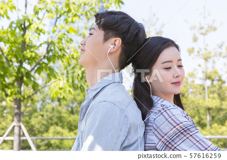 Attractive young couple in love 108 57616259