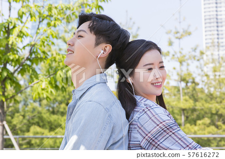 Attractive young couple in love 134 57616272