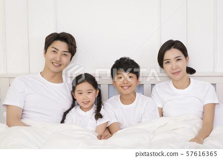 Happy and loving family 375 57616365