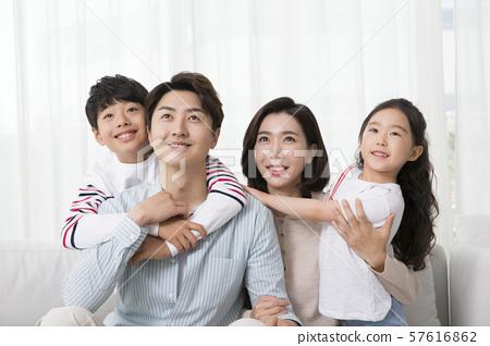 Happy and loving family 039 57616862