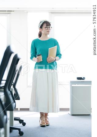 辦公室女士 57634911