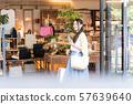 젊은 여자, 쇼핑, 스마트 폰, 찾기 57639640