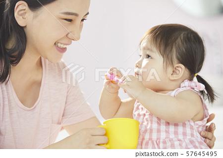 父母和孩子的生活方式 57645495