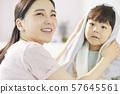 부모와 자식 라이프 스타일 몸치장 57645561