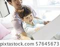 부모와 자식 라이프 스타일 그림 그리기 57645673