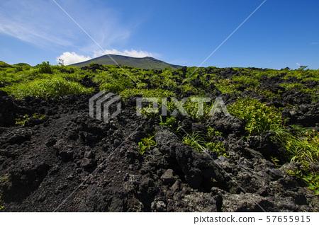바위가 구르는 등산로에서 보는 미하라 산 57655915