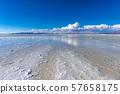 烏尤尼鹽湖白天 57658175