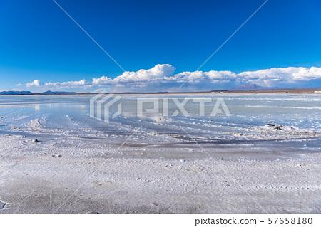 烏尤尼鹽湖白天 57658180