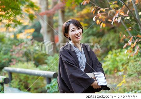 온천 여행 유카타 미들 여성 관광 이미지 57674747