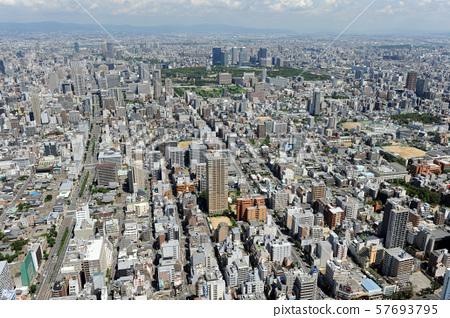 오사카 시내를 공중 촬영 57693795
