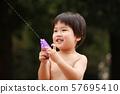 물총 놀이 소년 57695410