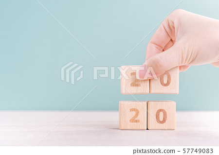 2020 new year countdown female hand target wood block countdown goal ハッピーニユーイヤ 57749083