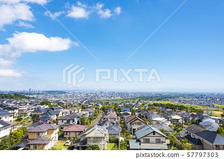 교외에서 바라 보는 거리 풍경 57797303