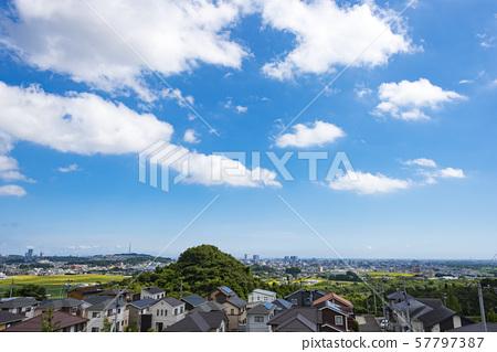 교외에서 바라 보는 거리 풍경 57797387