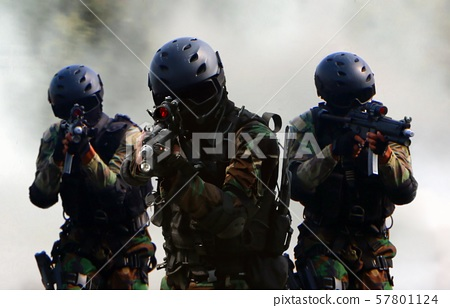 Military special unit commandos assult team  57801124