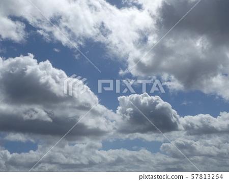 九月的藍天和白雲 57813264