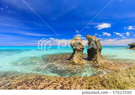 宮古島市久留馬島形狀奇特的岩石 57813500