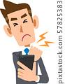 스마트 폰의 과다 사용으로 어깨 결림으로 고생하는 비즈니스맨 57825383