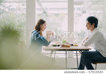 男人和女人夫妻已婚夫妇生活方式餐 57919565