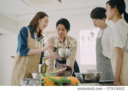 남녀 생활 요리 57919862