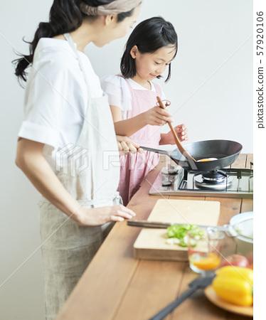 부모와 자식 어머니 딸 요리 57920106