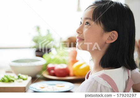 여자 아이 요리 57920297