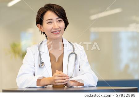 여의사 병원 진료 의사 의료 이미지 57932999