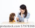 30多岁的女性和微型腊肠犬 57978366