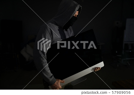 Thief in balaclava carries PC from apartment of victims 57989056