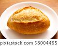 작은 프랑스 빵. 58004495
