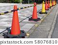 紅色和黃色的塔 58076810