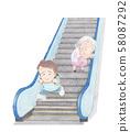 에스컬레이터를 달려 내려가는 사람 58087292