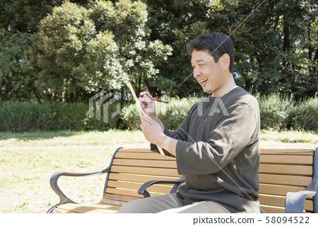 代代木公園中年男子唱歌句 58094522