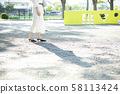여성 산책 58113424