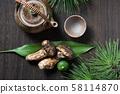 Matsutake and a pot 58114870